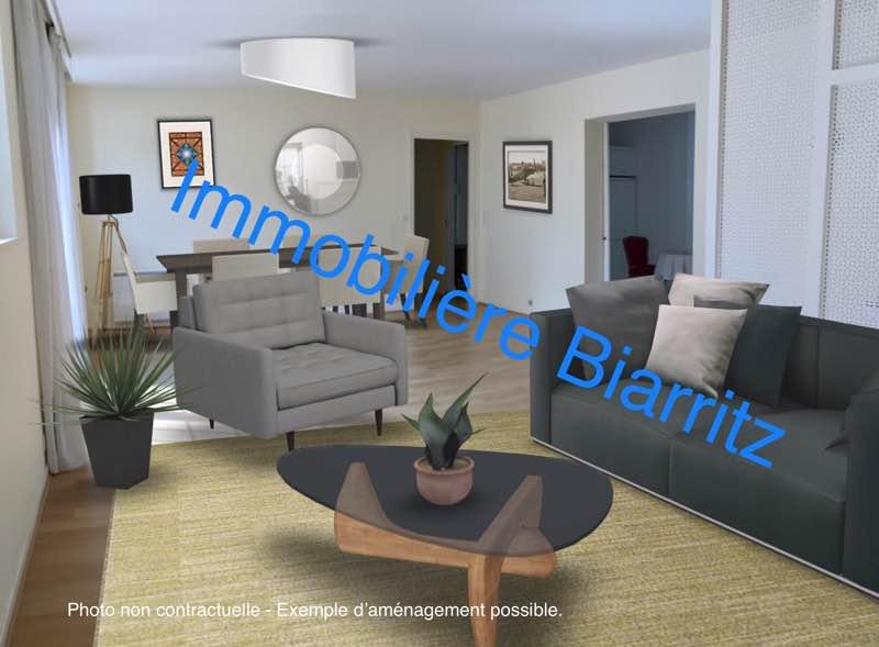 Opportunité, à 50 mètres de la place Clemenceau, appartement de charme type 5 avec deux balconnets, situé au premier étage avec ascenceur dans une petite copropriété au calme. L'appartement se compose d'une entrée avec placards,une cuisine dinatoire, une grande pièce de vie avec son insert, une salle de bain avec douche et baignoire ainsi qu'une autre salle d'eau dans l'une des 4 chambres. Commerces et plage à pied. Possibilité de louer un parking en souterrain. Une grande cave complète le bien. COMPROMIS EN COURS.