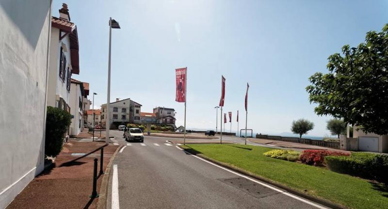 En plein coeur du quartier BIBI, T1bis en rdc, situé à quelques pas de la côte des basques, parfait pour investisseur ou pied à terre. Vendu avec un cellier.Travaux à prévoir.